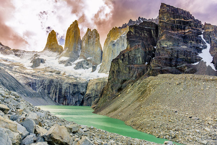 Picture of mountain peaks and lake in Argentina